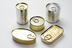 Latta di alluminio, alimento inscatolato isolato sopra bianco Immagine Stock Libera da Diritti