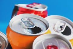 Latta di alluminio variopinta, dosi riciclate Immagini Stock