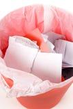 Latta di immondizia rossa Immagini Stock