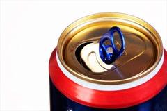 Latta di metallo, per le bevande, su un fondo bianco Latta — contenitore sigillato per deposito a lungo termine di alimento in un fotografie stock