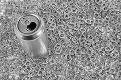 Latta di soda ed anelli di tirata Fotografia Stock