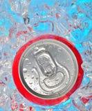 Latta di soda in ghiaccio Fotografia Stock