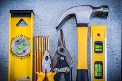Latta livellata di sharp delle pinze del martello da carpentiere della costruzione Fotografie Stock