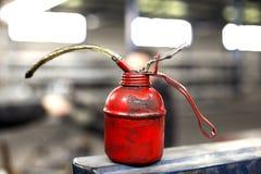 Latta rossa dell'olio Fotografia Stock Libera da Diritti