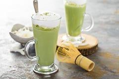 Latte кокоса Matcha в высокорослых стеклах Стоковая Фотография