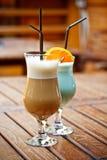 Latte кофе и голубой коктеил Стоковые Фотографии RF