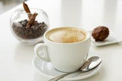 Latte кофе и кофейные зерна Стоковые Фото