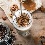 Latte кофе с шоколадом брызгает Стоковое Изображение RF