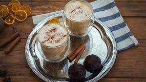 Latte специи тыквы на верхней части деревянная предпосылка Стоковое Изображение RF
