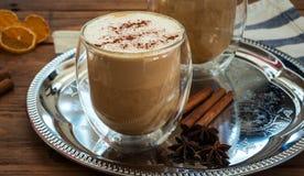 Latte специи тыквы на верхней части деревянная предпосылка Стоковое фото RF