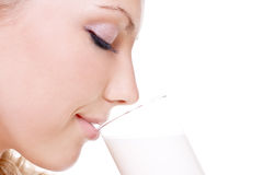 Latte alimentare della bella donna fotografie stock libere da diritti