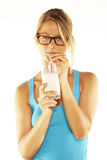 Latte alimentare della giovane donna felice Immagini Stock Libere da Diritti