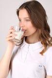 Latte alimentare di signora Fine in su Priorità bassa bianca Fotografia Stock Libera da Diritti