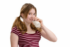Latte alimentare teenager fotografie stock
