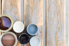 Latte aperte delle pitture, della vernice e della macchia differenti Fotografia Stock Libera da Diritti