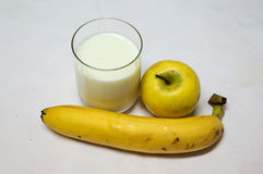 Latte, Apple giallo fresco e banana Immagine Stock Libera da Diritti