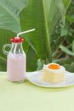 Latte arancio della fragola e del dolce Fotografie Stock Libere da Diritti