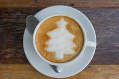 Latte Art Coffee dell'albero di Natale Fotografia Stock Libera da Diritti