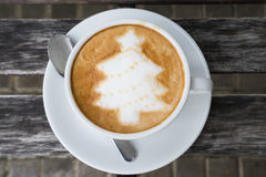 Latte Art Coffee dell'albero di Natale Fotografia Stock