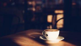 Latte caldo del caffè dentro fotografia stock libera da diritti