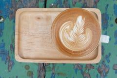 Latte caliente del foco de la taza en la madera Imagen de archivo libre de regalías