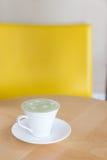 Latte chaud de thé vert Images stock