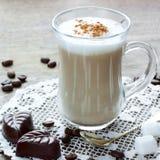Latte, cioccolato e caramelle gommosa e molle del caffè Fotografie Stock