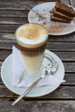 Latte con la torta Fotografie Stock