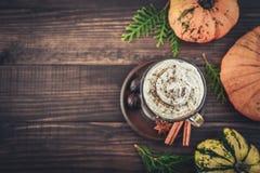 Latte d'épice de potiron images stock