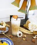 Latte de Bael Bael é espécie de um nativo da planta a 3Sudeste Asiático Bael é conhecido por muitos nomes tais como marmelos e Be fotografia de stock royalty free