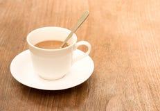 Latte de café avec la tasse de café Photographie stock libre de droits