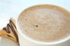Latte de café dans la cuvette de café Image libre de droits