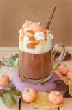 Latte de Caffe de la especia de la calabaza fotos de archivo libres de regalías