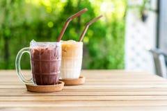 latte de chocolat glacé et de café glacé photos stock