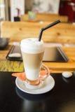 Latte de la vainilla en un restaurante Fotografía de archivo