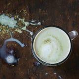 Latte de Matcha avec du lait photos stock