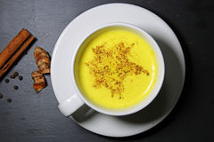 Latte de oro de la leche o de la cúrcuma Fotografía de archivo libre de regalías