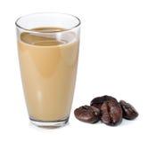 Latte del caffè e chicchi di caffè Immagini Stock Libere da Diritti