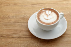 Latte del caffe del modelo del corazón imagen de archivo libre de regalías