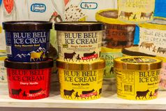 Latte del gelato blu di Bell fotografia stock