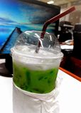 Latte del tè verde fotografie stock