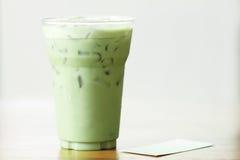 Latte del tè verde su fondo di legno Immagini Stock