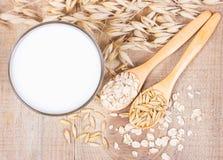 Latte dell'avena, il concetto di una dieta vegetariana Immagini Stock