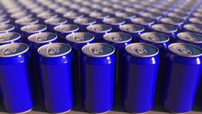 Latte di alluminio blu multiple, fuoco basso Bibite o produzione della birra Riciclaggio dell'imballaggio rappresentazione 3d Immagini Stock Libere da Diritti