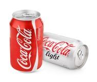 Latte di alluminio del classico e della luce rossi di Coca-Cola Fotografie Stock Libere da Diritti