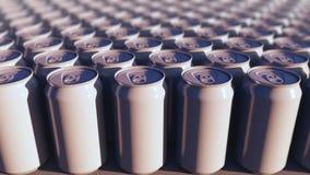 Latte di alluminio generiche multiple, fuoco basso Bibite o produzione della birra Riciclaggio dell'imballaggio rappresentazione  Fotografia Stock Libera da Diritti