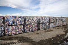 Latte di alluminio imballate ed impilate Immagine Stock Libera da Diritti