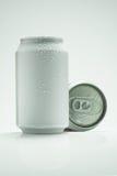 Latte di alluminio isolate su bianco Immagine Stock Libera da Diritti