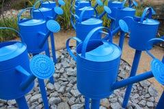 Latte di innaffiatura blu Immagini Stock