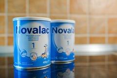 Latte di polvere di Novalac per i neonati Immagini Stock